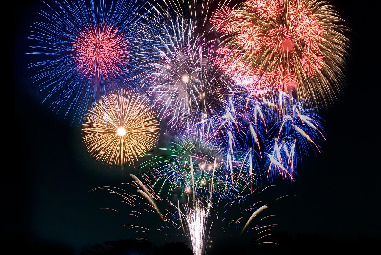 fireworks-2411530_1280