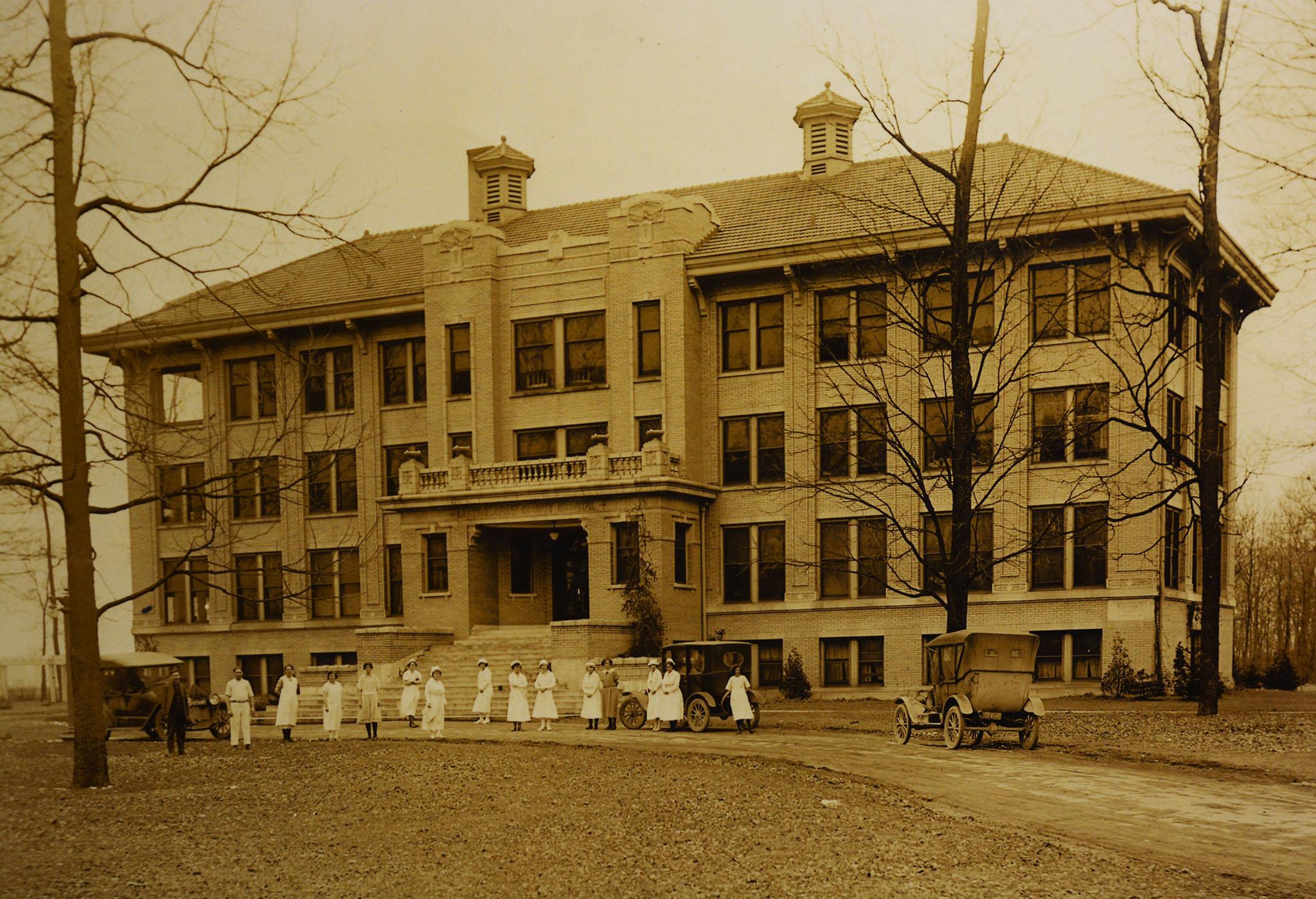 1917 photo of Bartholomew County Hospital